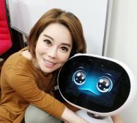 購物專家斯容首賣華碩Zenbo家用機器人