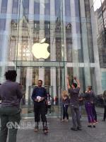 iPhone 8動起來 AMOLED備貨