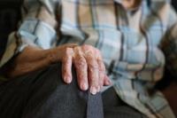 家有長者別輕忽 65歲長者自殺死亡率較高