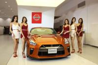 女神級魅力名模報到 NISSAN打造傳奇經典車展
