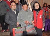 采盟志工伴獨居榮民暖冬圍爐邁第三年
