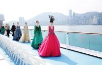 新浪漫號時裝秀 香港天際線下的郵輪驚艷