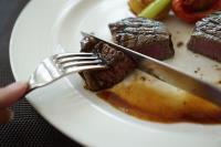研究:晚餐別太晚吃 罹癌風險或可降
