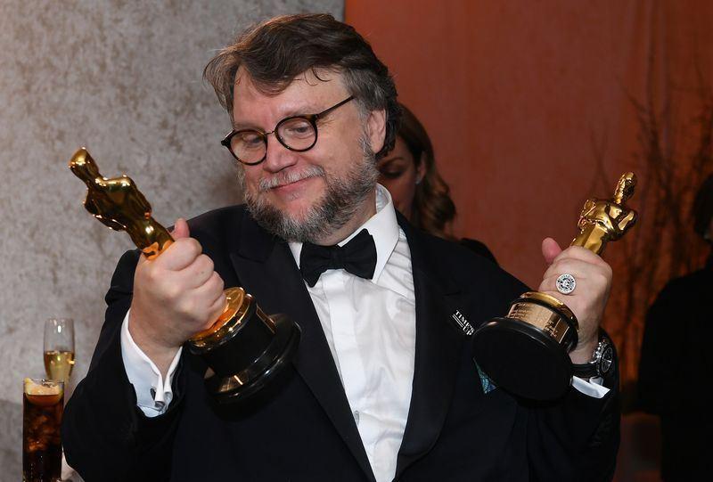 墨西哥導演吉勒摩戴托羅執導的奇幻愛情片「水底情深」4日贏得奧斯卡4個獎項,是本屆大贏家。(法新社提供)