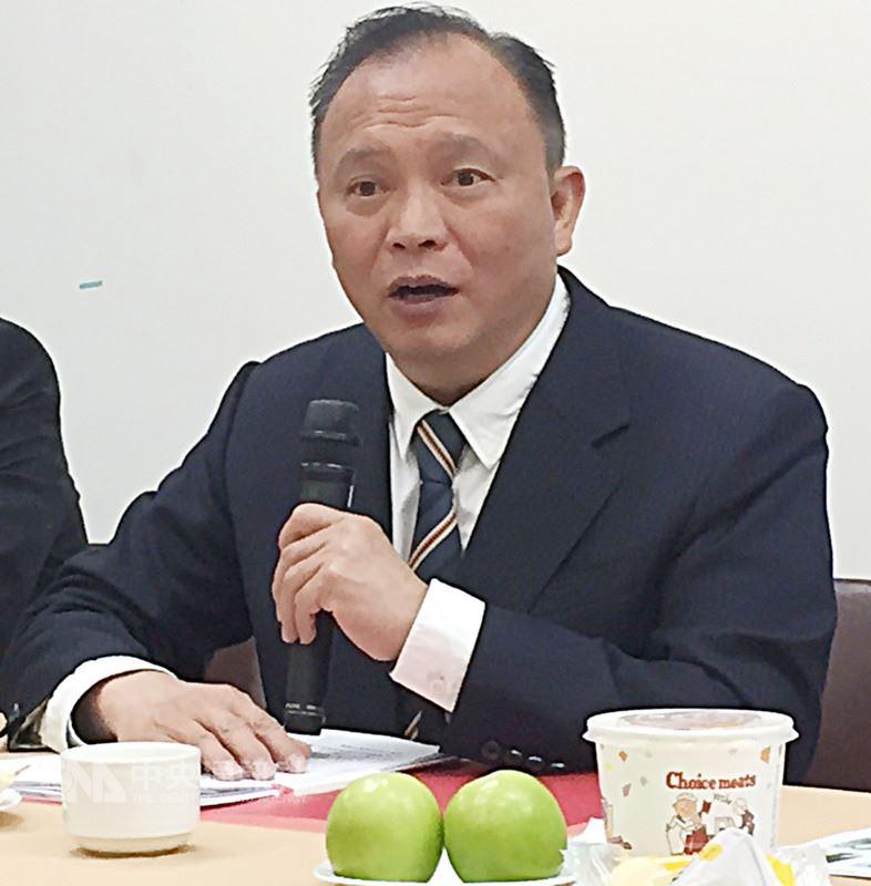 農委會主委林聰賢8日表示,北農公司非以營利為目的,還要負起產銷調節工作與任務,未來只要北農運作能符合產銷調節目標,不論是總經理制或是董事長制,他都會尊重董事會決定。中央社記者楊淑閔攝 107年3月8日