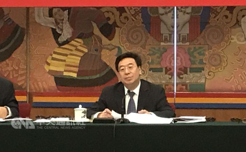 中國第13屆全國人民代表大會第一次會議西藏團組會議8日在北京人民大會堂審查政府計畫和預算報告,並開放媒體採訪。會議由中共西藏自治區黨委書記吳英杰(圖)主持。中央社記者繆宗翰北京攝107年3月8日