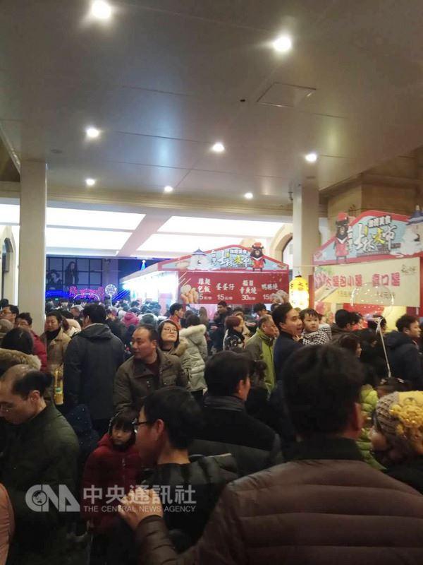 士林夜市商家近日在江蘇燈會旁設攤,短短一個多月業績達到人民幣500萬元(新台幣約2340萬元)。(業者提供)中央社記者陳家倫上海傳真 107年3月9日