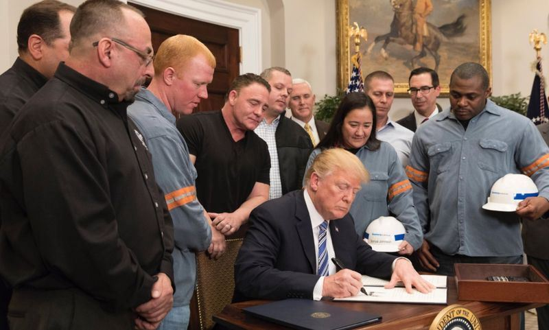 美國總統川普8日宣布對進口鋼鋁分別課徵25%及10%關稅。(圖取自川普推特twitter.com)