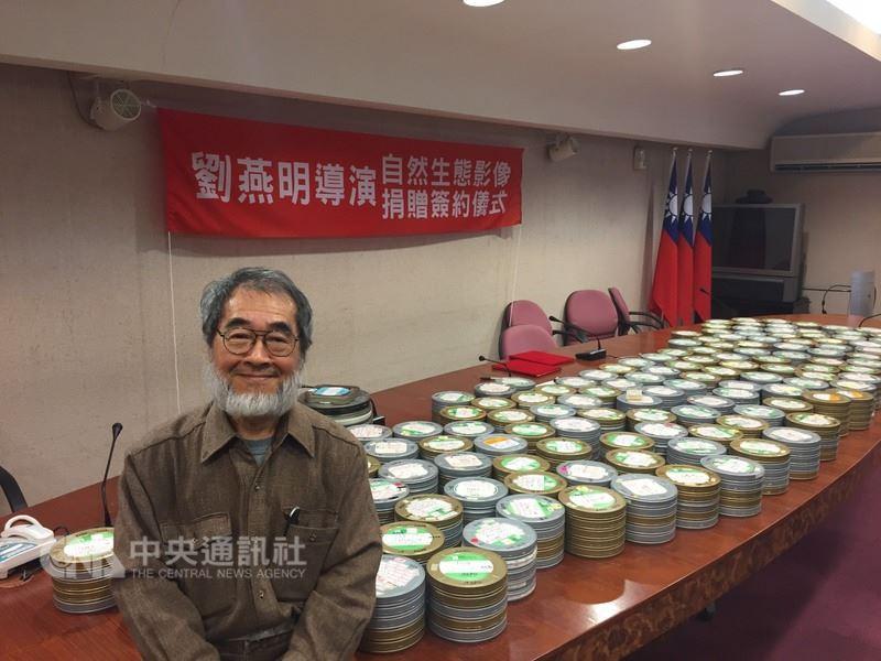 台灣生態紀錄片始祖、導演劉燕明坦言付不起冷凍保存及數位化開銷,9日將拍攝了36年的台灣野生動物700多捲膠卷等影片捐給林務局。中央社記者楊淑閔攝106年3月9日