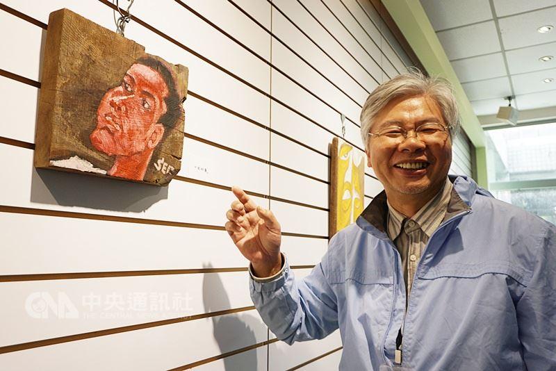 金門旅台漂木畫家楊樹森的創作以人為主體,他認為「最美的風景是臉」,創作媒材都是隨興撿拾的漂流木,有廢棄的船板、桌板等,目前正在新竹工研院舉辦個展。中央社記者黃慧敏攝 107年3月11日