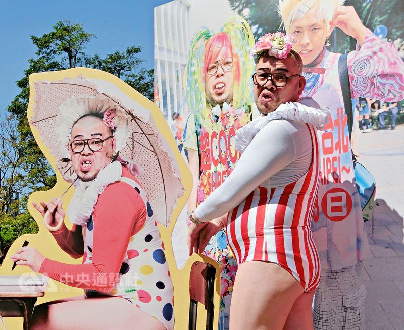 日本搞笑藝人兼創作鬼才酷奇(Cookie)以黑色幽默受到矚目,今年以台灣做為海外巡迴展覽首站,11日親臨現場分享展覽理念。中央社實習記者林欣慧攝 107年3月11日