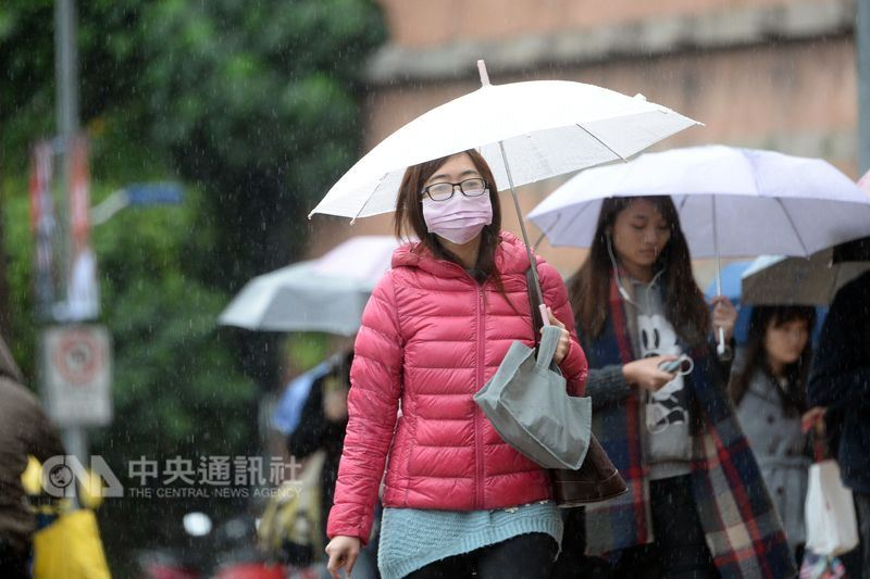 中央氣象局預報,15日、16日有鋒面報到,各地有雨,且可能有局部大雨。(中央社檔案照片)