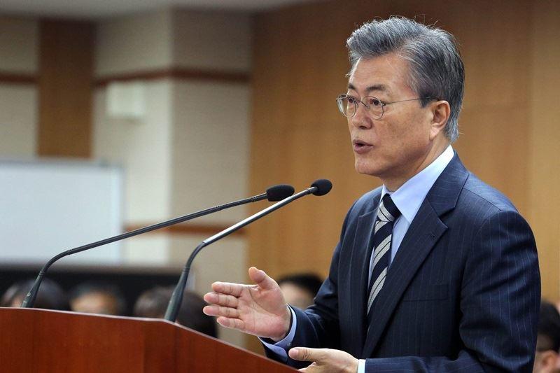 南韓總統府青瓦台13日透露,總統文在寅已由國民憲法諮詢特別委員會彙報修憲建議草案,他將於21日把修憲案提交國會。(圖取自文在寅臉書facebook.com/moonbyun1)