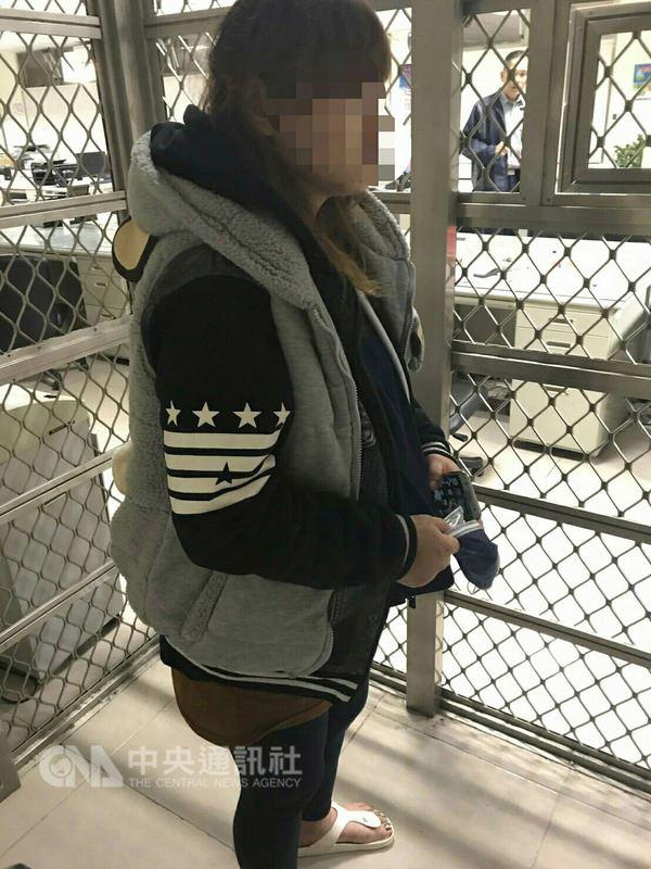 苗栗縣頭份警分局13日發布新聞指出,37歲陳姓孕婦(圖)駕車外出,停在路邊睡著,引起員警關注,她因攜有毒品心虛逃逸,警方小心尾隨追趕並溫情喊話近半小時,才順利將她帶回偵辦。(警方提供)中央社記者管瑞平傳真 107年3月13日