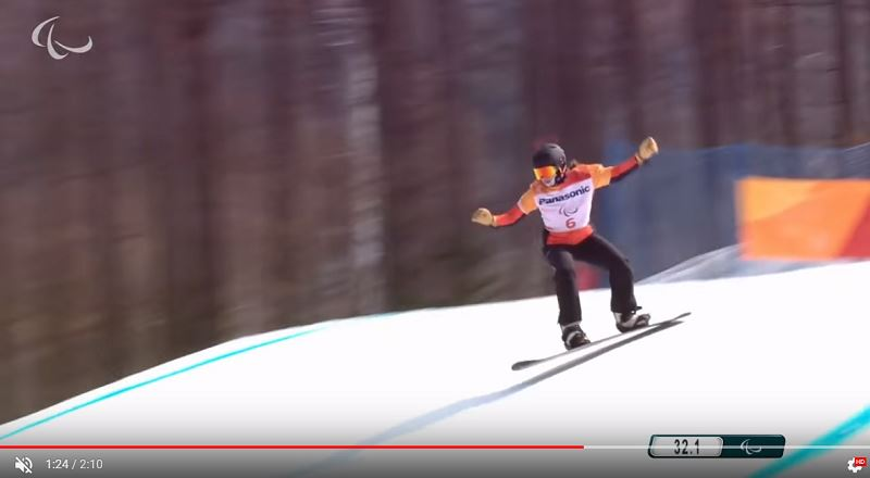 荷蘭雪板女將曼托-史佩12日在平昌冬季帕運勇奪金牌,表現不受幾個月來兩度接受癌症手術的不利影響。(圖取自ParalympicGamesYouTube頻道)