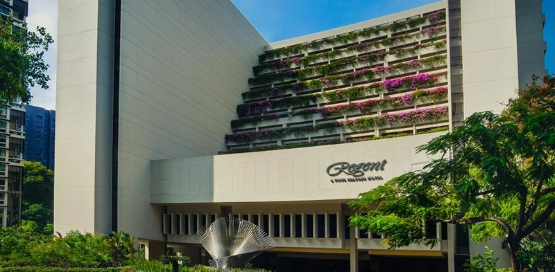 洲際酒店集團已同意以3900萬美元(約新台幣11億4824萬元)現金,買下精品酒店品牌麗晶酒店51%股權。圖為位於新加坡的麗晶酒店外觀。(圖取自麗晶酒店官方網頁www.regenthotels.com)