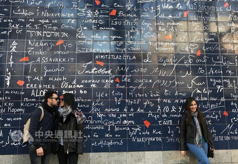 有些法國人視調情為樂趣和自由,但在近幾個月的反性暴力潮流下,有專家建議,在分寸拿捏上要更謹慎,對方說不就是不,以免調情反成騷擾。中央社記者曾依璇巴黎攝107年3月18日