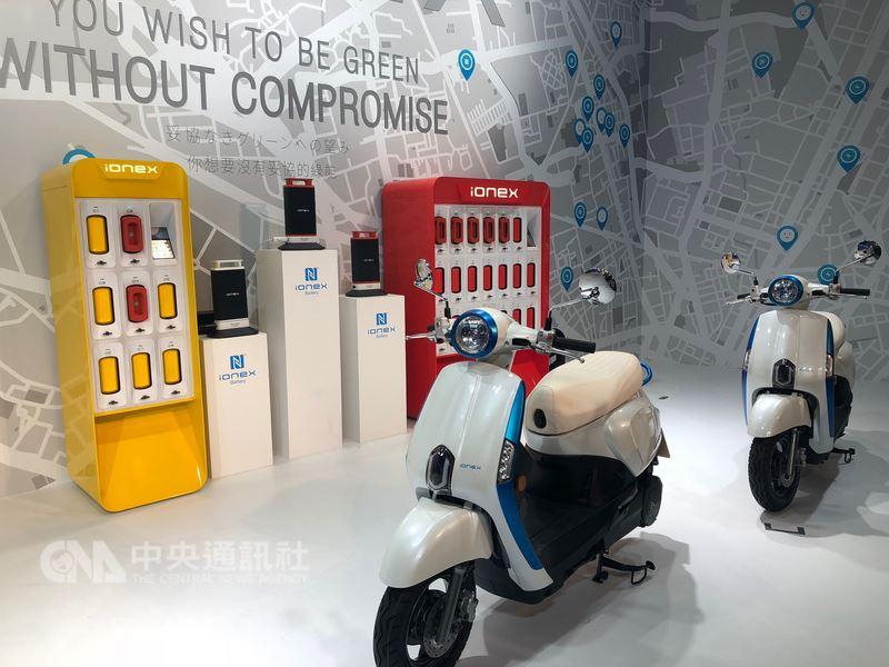 光陽日前推出電動機車解決方案IONEX,董事長柯勝峯認為,充電還是主流,換電則是在非常態使用的輔助方案。中央社記者田裕斌攝107年4月4日