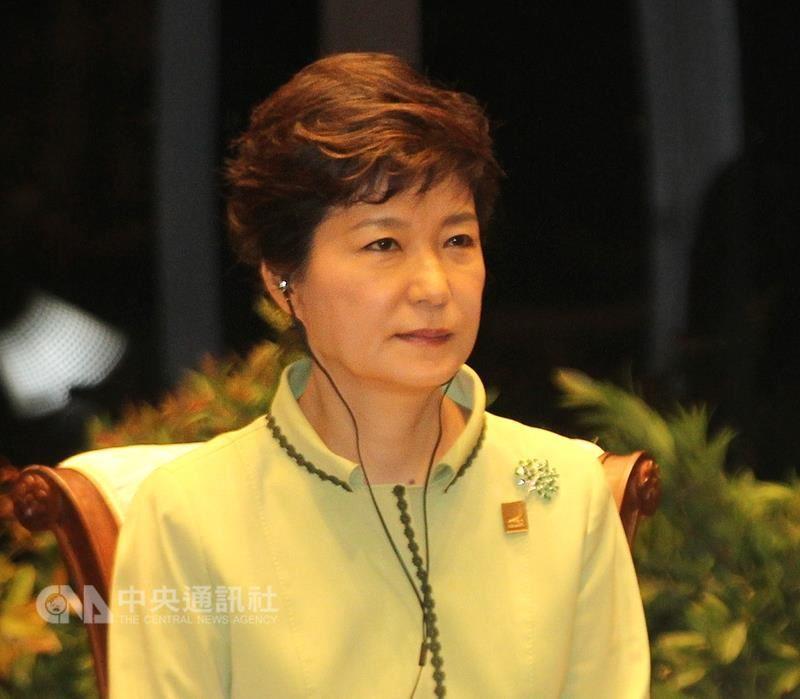 南韓前總統朴槿惠因貪汙醜聞6日遭法院一審判處24年徒刑和180億韓元罰金。(中央社檔案照片)