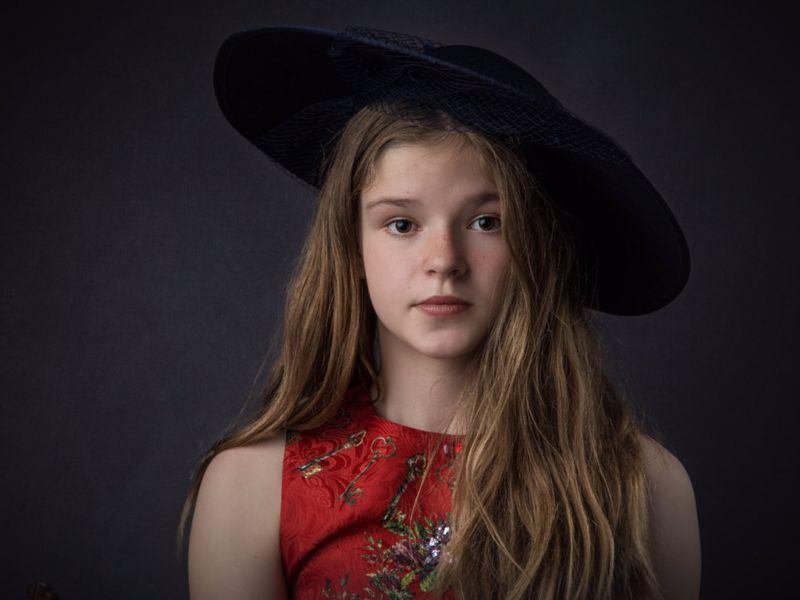 12歲英國女孩湯普森去年5月赴曼徹斯特體育館參加演唱會,卻遇上恐怖攻擊事件,現在她獲邀參加哈利王子的婚禮。(圖取自湯普森推特網頁twitter.com/Ameliat76387387)