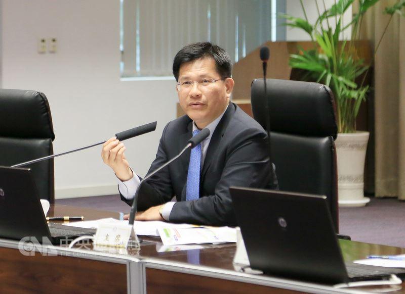 遷都中部的議題引發討論,台中市長林佳龍16日表示,市府將積極促成行政院與立法院遷到中部。中央社記者郝雪卿攝  107年4月16日