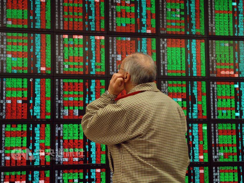 外資上週持續賣超亞股,今年以來新興亞股遭賣超近62億美元,其中一半賣超集中在台股。(中央社檔案照片)