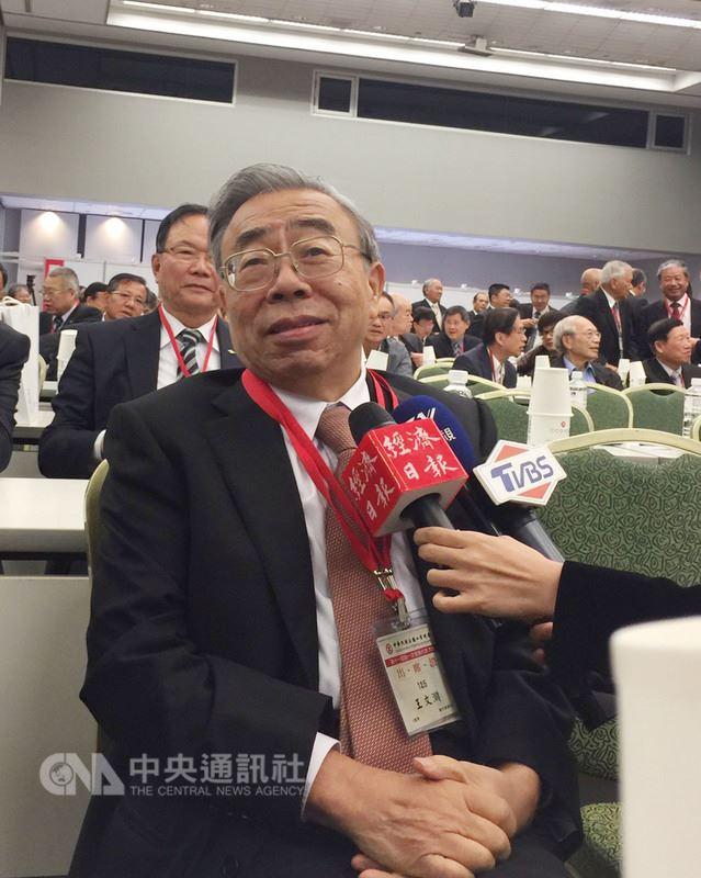 台塑企業總裁王文淵17日透露,近一兩年台灣半導體業被中國挖角情形嚴重。中央社記者林孟汝攝 107年4月17日