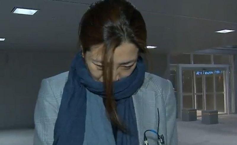 趙顯旼12日被指曾當眾潑水侮辱員工,她當天便請假飛往越南旅遊避風頭,但眼見輿論惡化,15日凌晨急忙回國收拾殘局。(韓聯社提供)