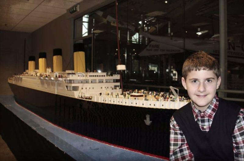 全球最大鐵達尼號樂高模型16日首度在美國亮相,這個由5萬6000塊樂高積木組成的作品,出自一名10歲自閉兒之手。(圖取自鐵達尼號博物館臉書www.facebook.com/TitanicMuseumAttraction)