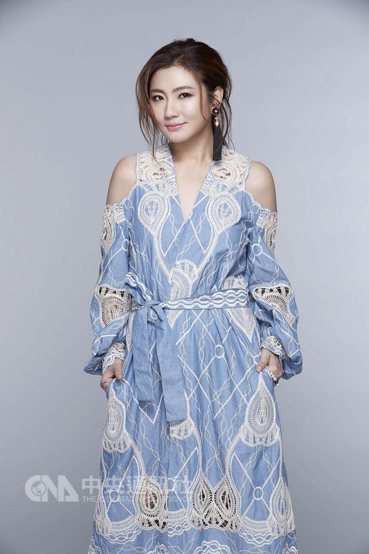 藝人Selina親自填詞、演唱的新歌「她很漂亮」,將自身浴火重生經歷融入歌曲,盼鼓勵所有女孩一定要活得漂亮。(華研國際提供)中央社記者汪宜儒傳真 107年4月27日