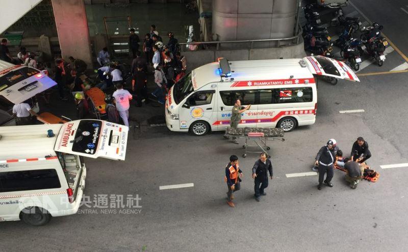 泰國的新年和潑水節期間被稱為「危險7日」,車禍死亡人數較平日高兩倍,酒駕是主因。圖為曼谷路口的車禍。中央社記者劉得倉曼谷攝 107年5月6日