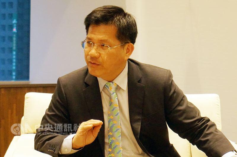 邁入第4年執政的台中市長林佳龍,在接受中央社專訪時表示,面對年底的連任挑戰,提出「大台中一二三」與治安改變、水環境治理、社會福利體系改善、行政效率提升等政績,他說,大台中都市格局已很完整,可以奠定未來50年發展基礎。中央社記者趙麗妍攝107年5月10日