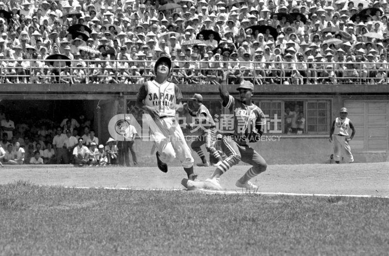 49年前紅葉少棒以7A比0擊敗關西聯隊,轟動體壇,寫下「紅葉傳奇」。幕後功臣是曾經坐過多年苦牢的政治受難者。(中央社檔案照片)