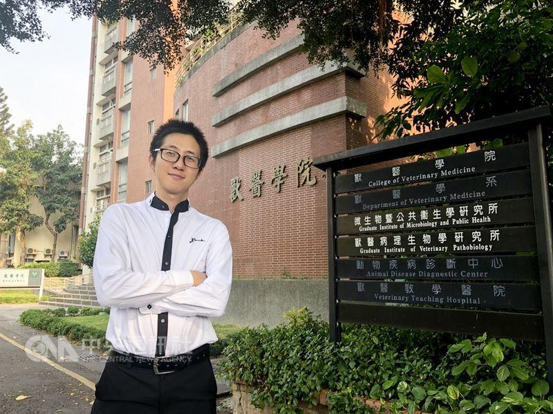 來自泰國的馮凌彬看好台灣水產養殖業,透過科技部台灣獎學金計畫來台研究水產動物藥理學及魚病學領域,希望學以致用,幫助泰國漁業。(中興大學提供)中央社記者趙麗妍傳真 107年5月16日