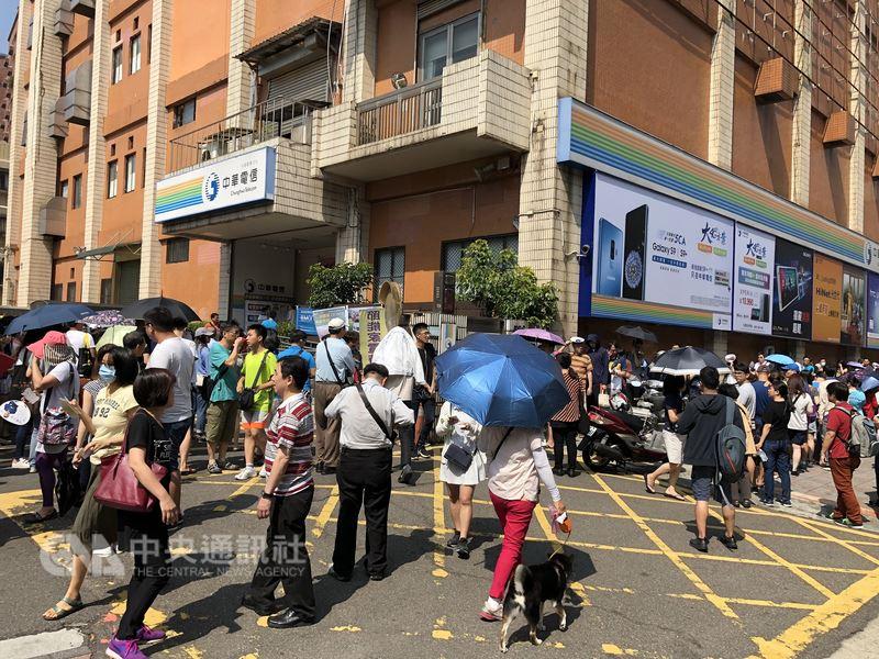 中華電信7天處理499吃到飽方案逾100萬件,中華電信表示客戶不需擔心網速變慢的問題。(中央社檔案照片)
