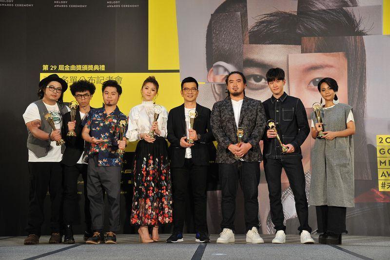 第29屆金曲獎16日公布入圍名單,投票最多輪獎項是最佳編曲人獎,評審團主席陳子鴻(右4)說,共經歷9輪投票才選出最終入圍名單。(台視提供)