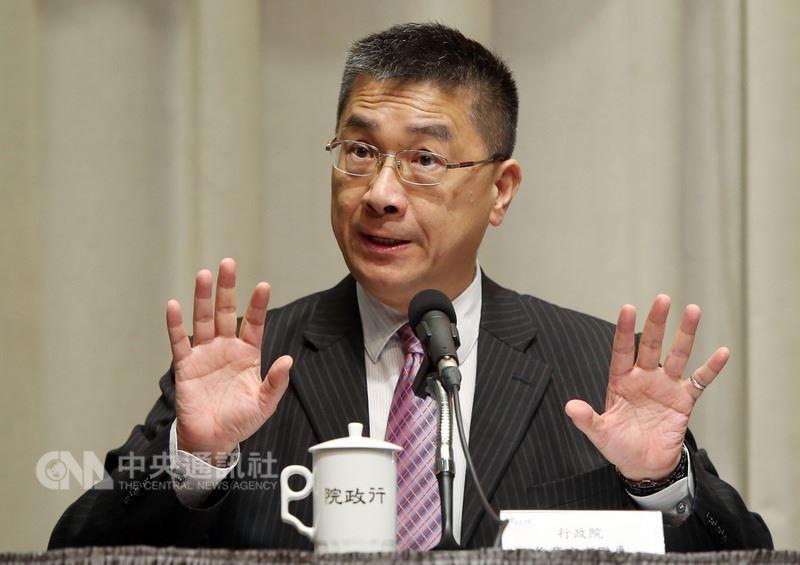 行政院會後記者會17日在新聞中心舉行,發言人徐國勇在記者會一一回應媒體的不實報導。中央社記者鄭傑文攝 107年5月17日