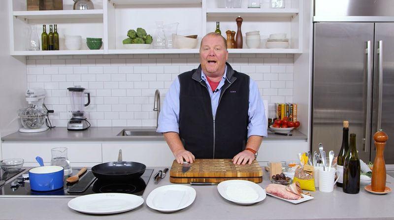 美國名廚巴塔利近日面臨性侵指控。(圖取自MarioBataliYouTube頻道)