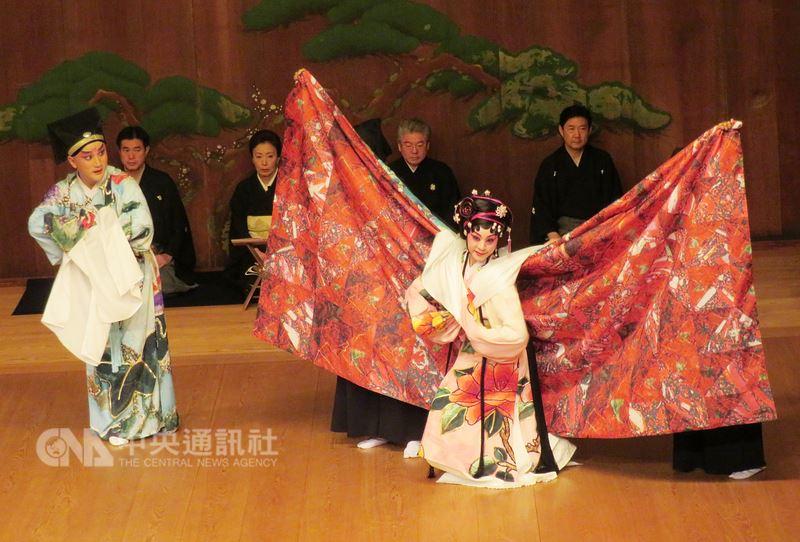 國光劇團與日本橫濱能樂堂合作,交融崑曲、舞踊、三味線並融入當代音樂與偶戲的「繡襦夢」9日在日本橫濱舉行全球首演,備受好評。中央社記者楊明珠橫濱攝 107年6月9日
