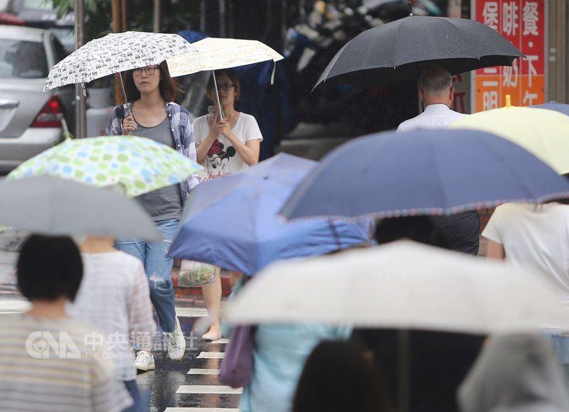 中央氣象局預報,14日中南部將有大雨或豪雨發生的機率。(中央社檔案照片)