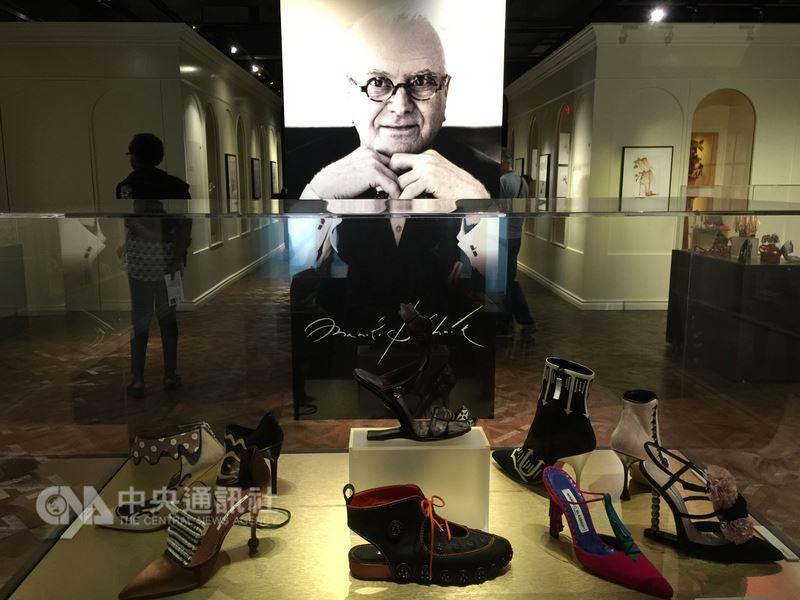 「慾望城市」女主角凱莉的最愛,時尚名鞋馬諾洛‧伯拉尼克(ManoloBlahnik)世界巡迴展,最後一站於多倫多貝塔鞋子博物館展出。中央社記者胡玉立多倫多攝 107年6月24日