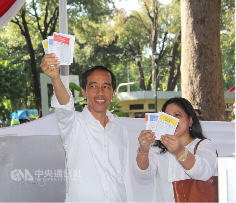 印尼27日舉行地方選舉,執政黨慘敗,也為印尼總統佐科威連任之戰敲響警鐘。中央社記者周永捷雅加達攝 107年6月28日