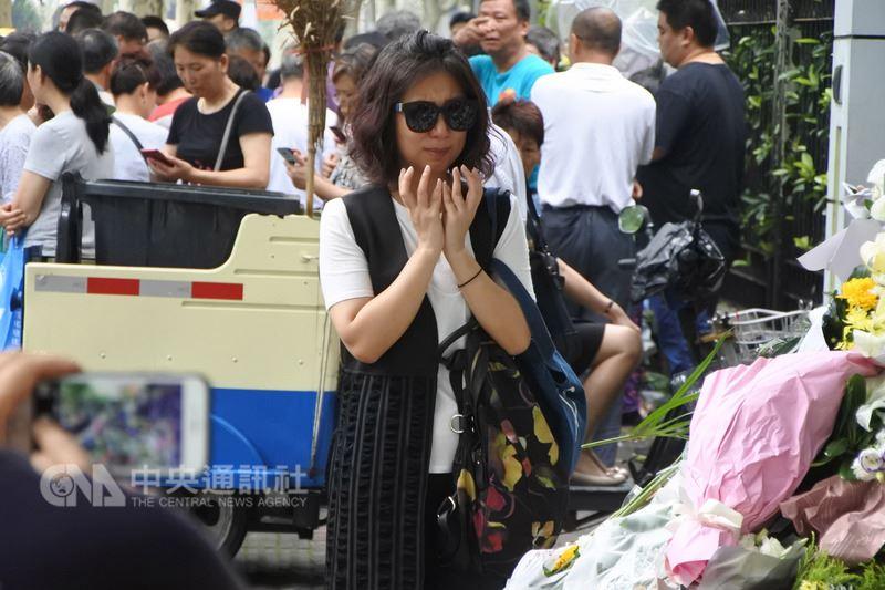 上海6月28日發生隨機殺人事件後,許多民眾自發前往悼念、默禱。(資料照片)中央社記者張淑伶上海攝  107年7月1日