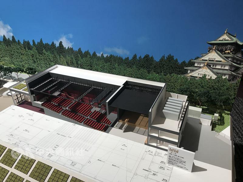 日本大阪觀光局與民間業者合作Cool Japan Park Osaka企畫,在園區內興建3座劇場及舞台展演空間,主辦單位5日在大阪召開記者會,會中展示「WW廳」劇場模型。中央社記者徐肇昌大阪攝 107年7月5日