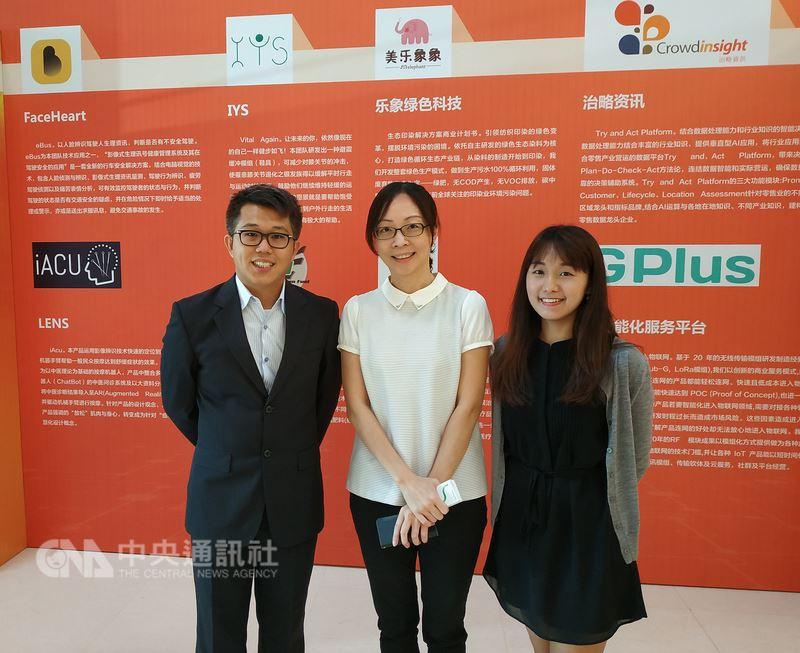 由交大電控工程研究所組成的FaceHeart團隊,研發透過網路攝影機進行人臉辨識與影像式生理量測的技術。FaceHeart行銷業務處副理唐雅慧(中)9日表示,生理量測技術是較中國大陸人臉辨識,更加獨特之處。中央社記者繆宗翰北京攝 107年7月9日