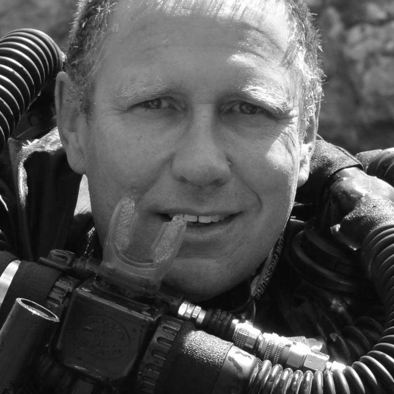 泰國8日展開洞穴救援行動,之所以能夠順利進行,澳洲洞穴潛水好手哈里斯是幕後英雄之一。(圖取自哈里斯臉書www.facebook.com/DoctorHarry)