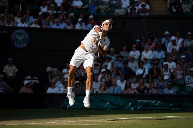 尋求衛冕的瑞士特快車費德瑞(圖)11日在溫布頓網球錦標賽對戰南非第8種子安德森被逼入第5盤,以6比2、7比6(7/5)、5比7、4比6、11比13不敵,止步8強。(圖取自Wimbledon臉書粉絲專頁www.facebook.com/wimbledon)
