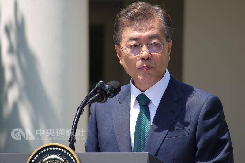南韓總統文在寅12日說,北韓在非核化談判後批評美國,是其策略的一部分,北韓和美國的談判處於「正軌」上。(中央社檔案照片)