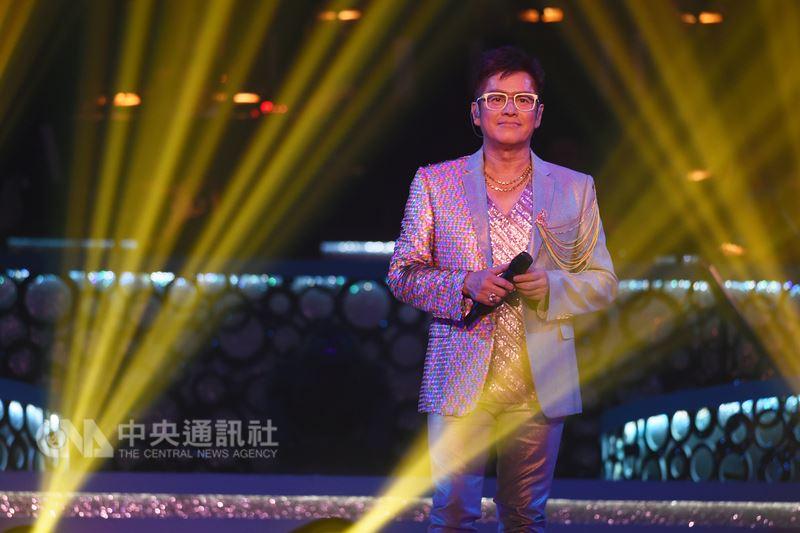 香港男歌手「校長」譚詠麟出道40年,如今宣布舉辦台北場攻蛋演唱會,要用歌聲勾起歌迷回憶。(寬魚提供)中央社記者江佩凌傳真 107年7月16日