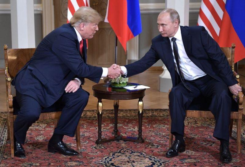 美國總統川普(左)和俄羅斯總統蒲亭(右)16日在芬蘭總統府舉行歷史性高峰會談。(圖取自蒲亭推特twitter.com/PutinRF_Eng)